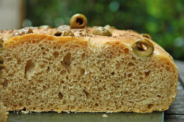 Olivenfladenbrot mit Vorteig - Anschnitt
