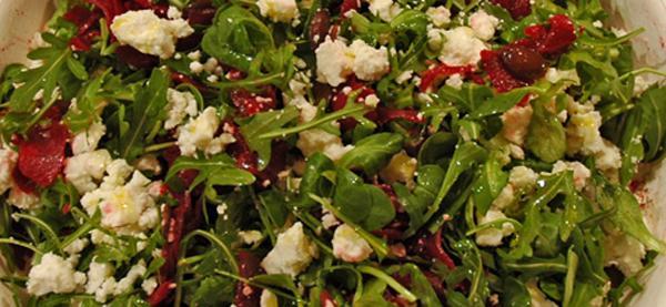 Rote Beete Salat mit Rucola, Feldsalat und Feta
