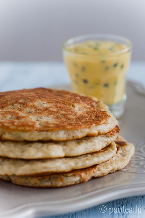 Bananen-Pancakes mit Passionsfrucht-Butter