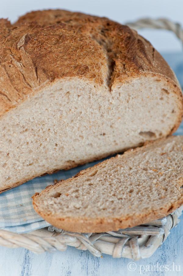 Einfaches Weizenbrot mit Weizen-Sauerteig und Vorteig