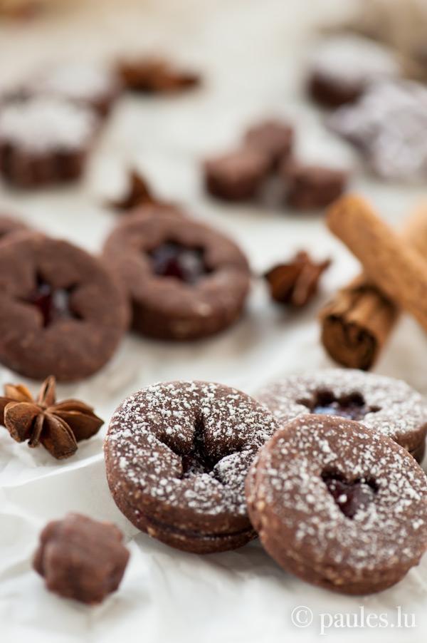 Sablés au cacao et à la gelée de vin chaud