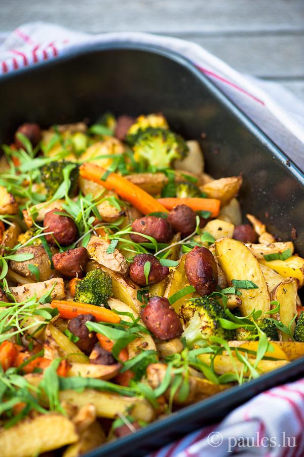 Ofenkartoffeln mit Gemüse und Lamm-Merguez