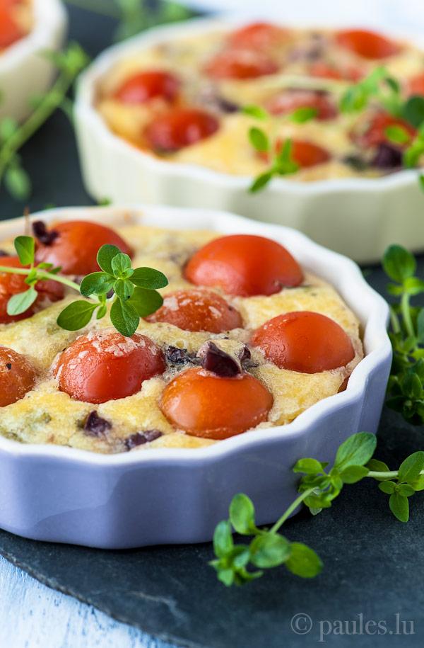 Clafoutis mit Kirschtomaten, Oliven und Thymian
