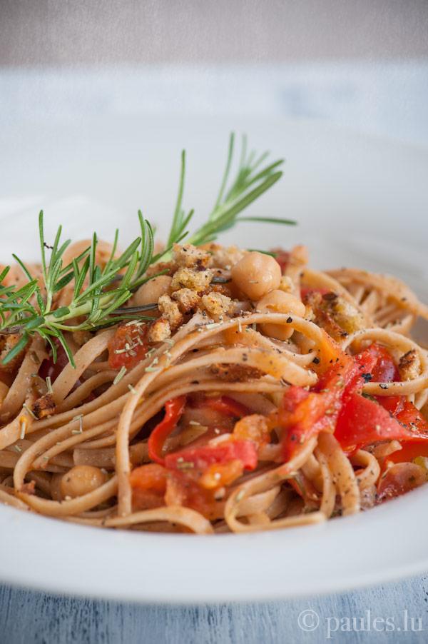 Tagliatelle mit Kichererbsen und frischen Tomaten